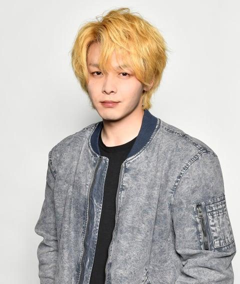 中村倫也が衝撃の金髪姿に!主演ドラマ『珈琲いかがでしょう』の最新ショットが解禁